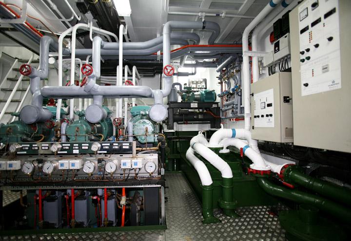Instalación frigorífica de la sala de máquinas / Refrigeration Plant of the engine room.
